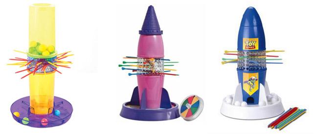 imagem de três versões do brinquedo cai-não-cai: a clássica, uma versão para meninas - Torre das Princesas e uma para meninos - O Foguete do Buzz